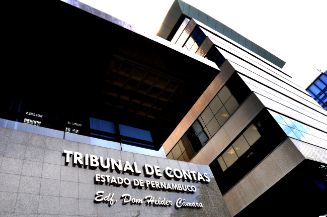 4c465bc74fe6f ... benefícios aos cofres públicos, além de seminários, oficinas e cursos,  entre outras ações, marcaram o ano de 2017 no Tribunal de Contas de  Pernambuco.